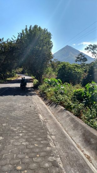 A moment of respite in the shade while enjoying the view of Volcan Concepcion.